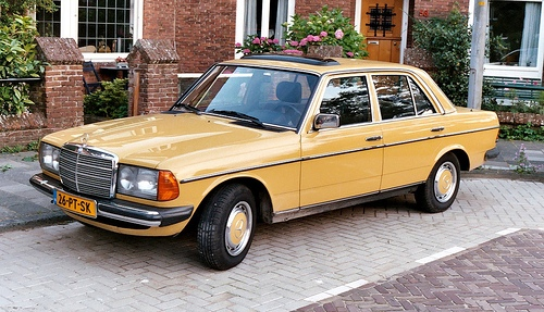 Mercedes-Benz 200-300 W123 Series Седан С 1976 по 1986