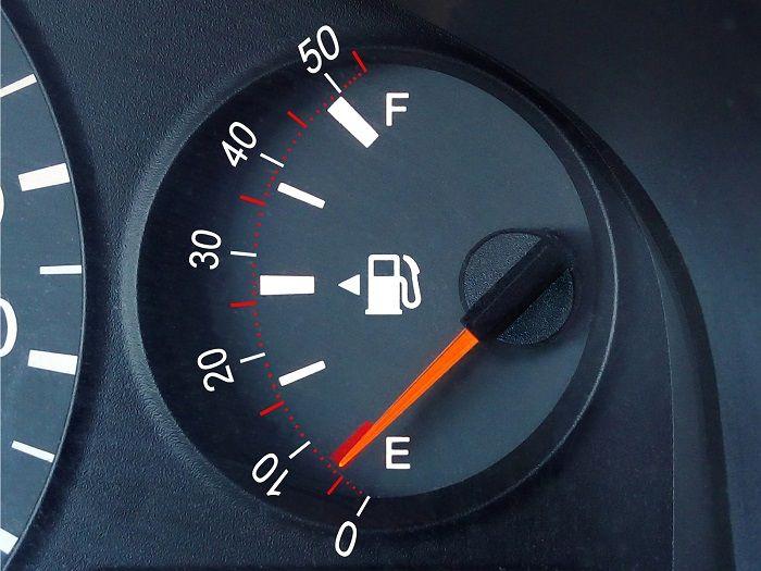 Какие датчики уровня топлива существуют, их особенности и принципы работы