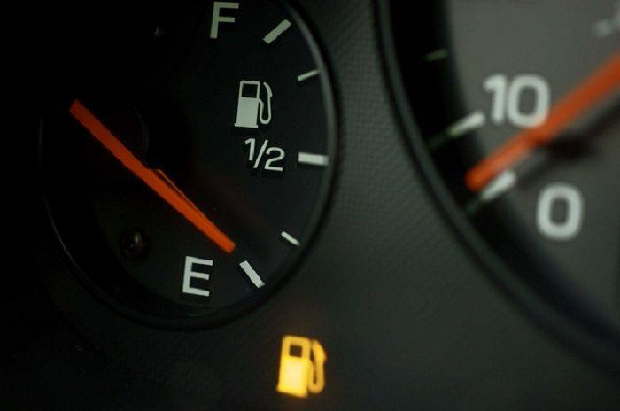 Датчик уровня топлива в авто: основные неисправности и методы ремонта