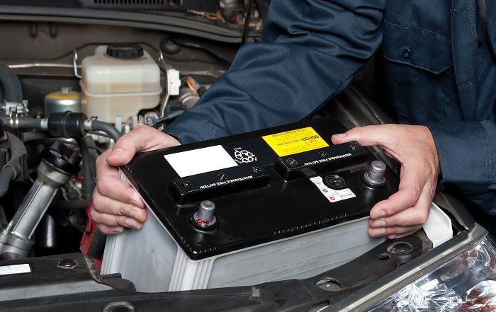 АКБ в автомобиле умирает: основные причины, и что делать